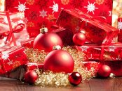Schön verpackte Weihnachtsgeschenke