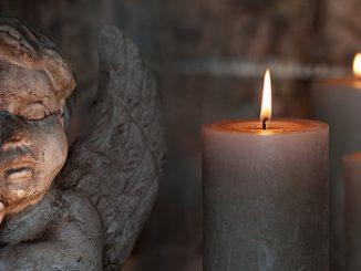 Kerzen und Engel