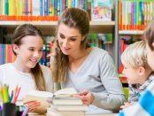 Lehrer mit Kindern